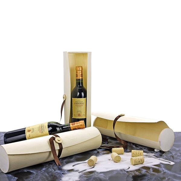 Rotwein in Weinrolle aus Holz als Werbepräsent
