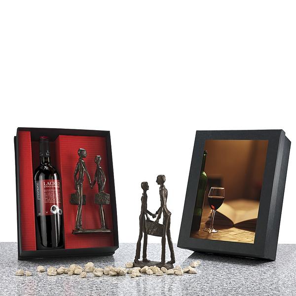 Rotwein mit Figur im Set als Werbegeschenk
