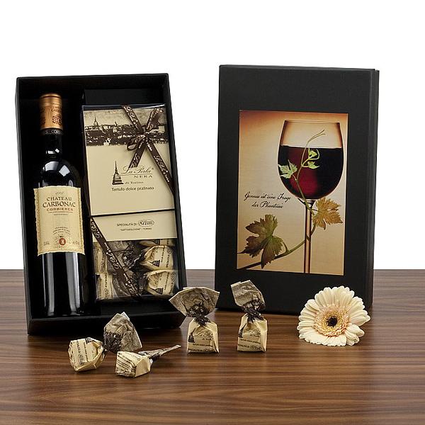 Rotwein mit Pralinen als Geschenk Präsent