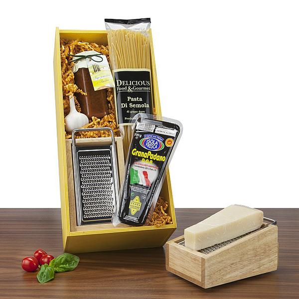 Parmesan, Parmesanreibe mit Spaghetti als Werbepräsent