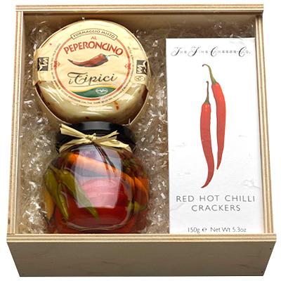 Chili,  Chilligebäck und Käse im Set als Werbepräsent