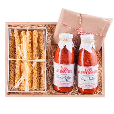Parmesan und Tomatensauce im Set als Kundengeschenk