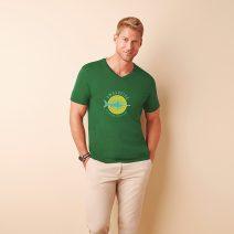 GI64V0_1-T-Shirt-Mann-Maenner-V-Ausschnitt-gruen-Logoaufdruck-Vorderseite-vorn-Mode-Bekleidung-Muenchen-Rosenheim-Werbeartikel-bedrucken-bedruckbar.jpg